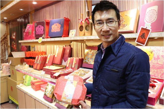 创业120多年的老店李亭香,则是由第五代李佳阳重新打造店面,企图让老店找寻新生。