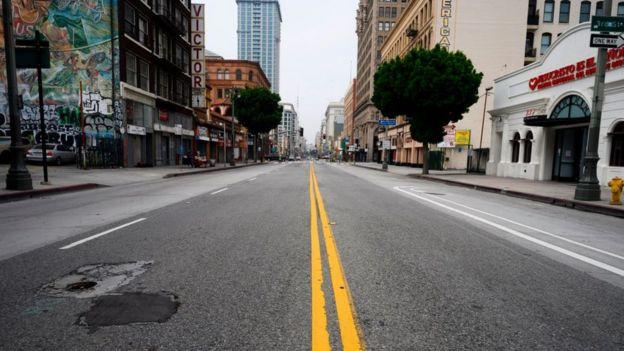 Calle de Los Ángeles, California, vacía.