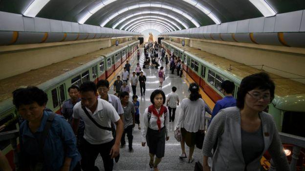 Es infrecuente ver extranjeros occidentales en Pyongyang.