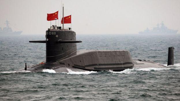 Un submarino de China asiste a una revisión internacional de flota en abril de 2009, para celebrar el aniversario 60 de la fundación del Ejército Popular de Liberación, en Qingdao, en la provincia de Shandong.