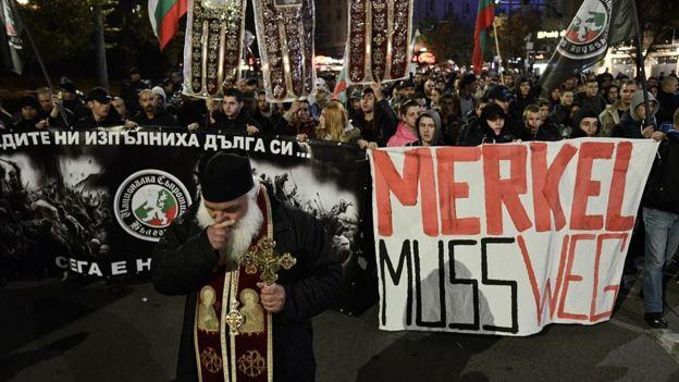 Миграционный кризис и мультинационализм подпитывают популярность правых традиционалистов
