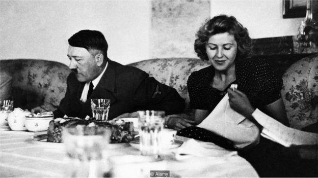 Hitler məşhur vegetarian olub - onun yeməkləri tərəvəz, düyü, makaron, vermişel və ekzotik meyvələrdən hazırlanıb.