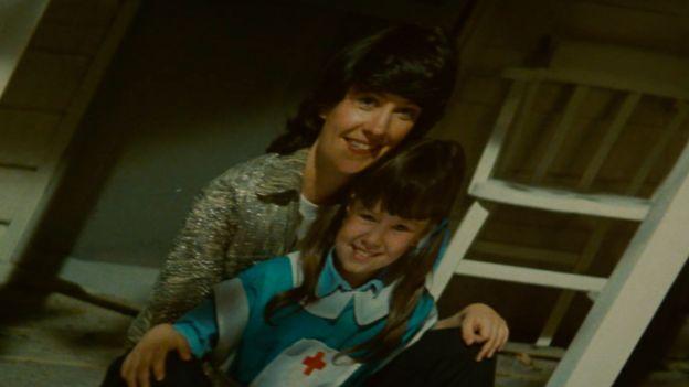A foto que faz a replicante Rachael acreditar que seja dela quando criança ao lado de seua mãe