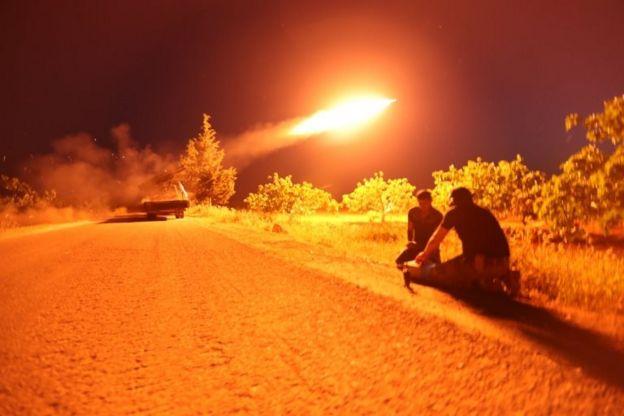 Heyet Tahrir el Şam'ın (HTŞ) Suriye hükümetine yönelik olarak gerçekleştirdiği bir füze saldırısı