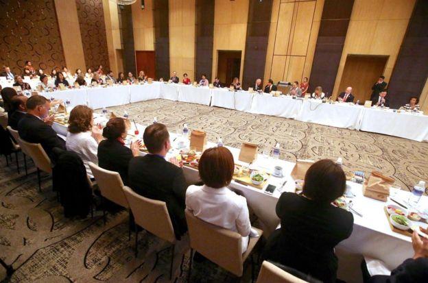 11月9日,台灣APEC代表宋楚瑜與美國、澳洲官員共同出席早餐會,探討如何協助婦女在經濟方面的發展。