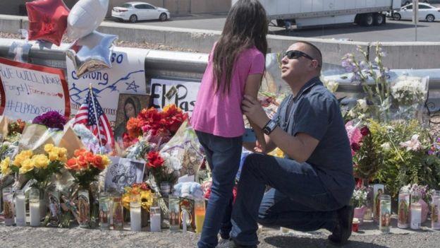 Homenaje a las víctimas de El Paso.