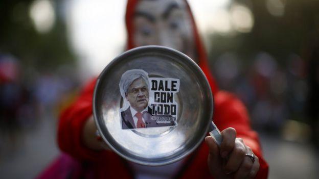 La popularidad de Piñera ha caído en picado.