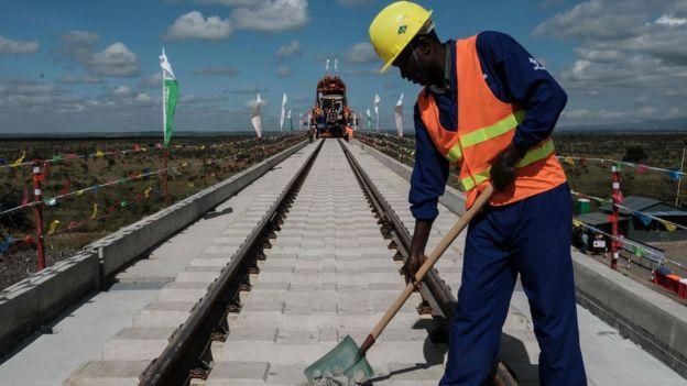 肯尼亞早前建成全長472公里的蒙內鐵路,中國在這條鐵路總共投資了32億美元。