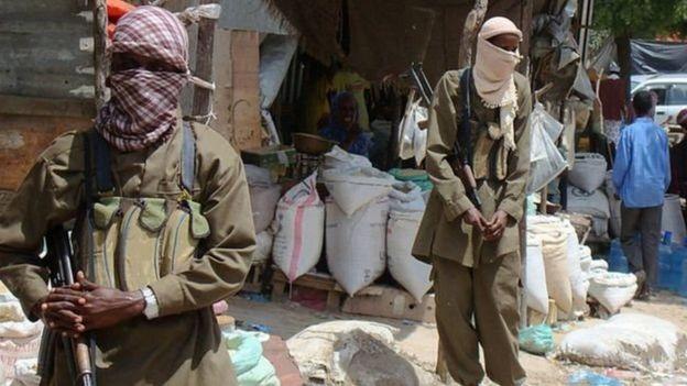 """Al-Shabaab iyo IS waxay ku dagaallameen """"canshuuraha"""" ay ka qaataan ganacsatada"""