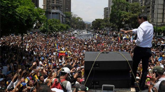 Juan Guaidó phát biểu trước những người ủng hộ ông ở Caracas hôm thứ Tư