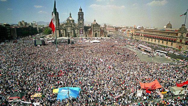 Marcha del Color de la Tierra en 2001