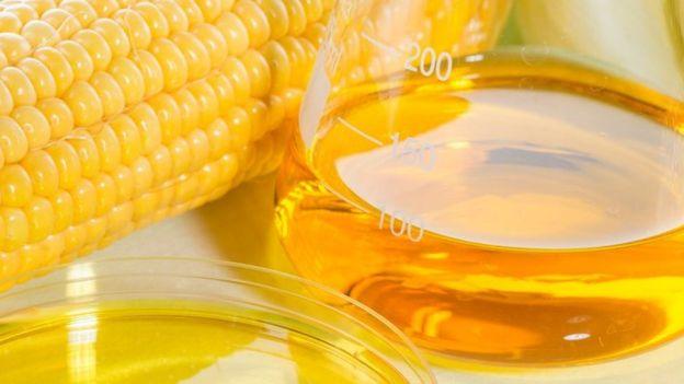 Imagem de milho com o xarope de milho do lado