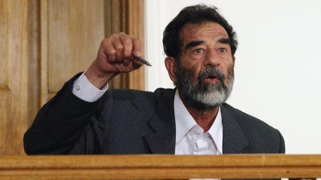 Saddam Hüseyin Bağdat'taki mahkemede
