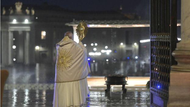Папа римский на площади Св. Петра
