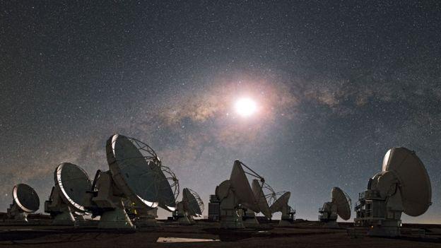 Radiotelescopios del conjunto ALMA en el desierto de Chile