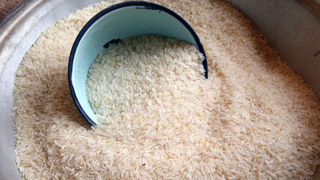 Le riz, une denrée alimentaire de base dans plusieurs pays d'Afrique de l'Ouest, est souvent importée des pays d'Asie.