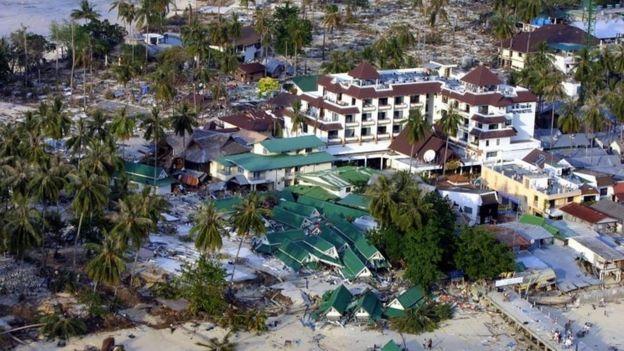 A ilha de Phi Phi na Tailândia após tsunami de 2004