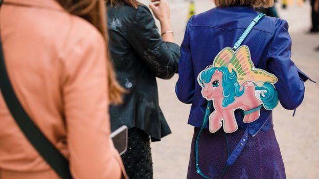 Кто влияет на модные тренды и как им следовать  - BBC News Русская ... 2cd36990f56