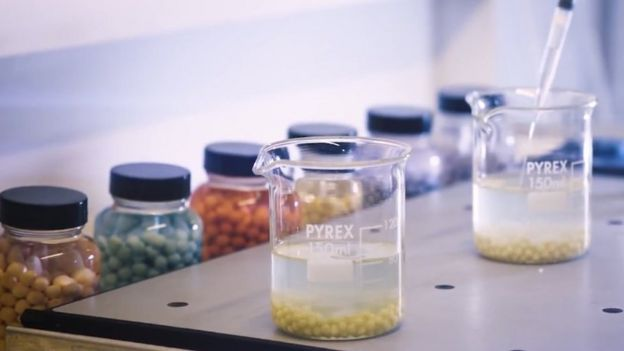 Bolitas de polímeros en un laboratorio.
