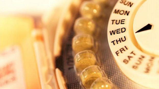 Pílulas anticoncepcionais em embalagem redonda