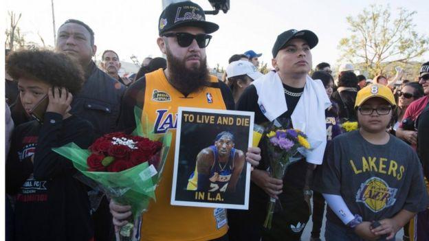Fans despiden a Kobe Bryant