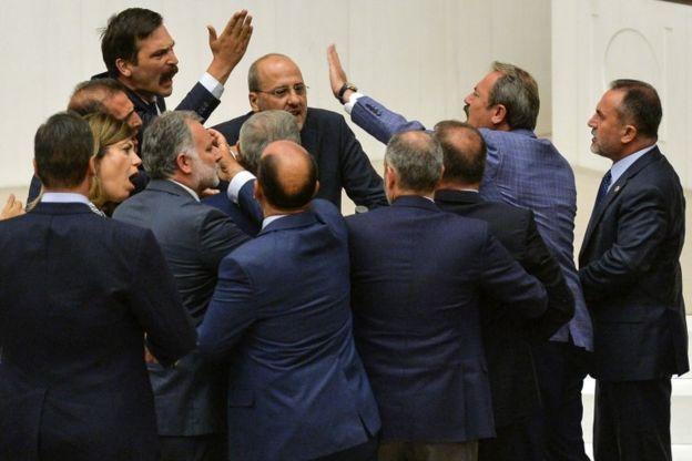 Hdp Istanbul Milletvekili Ahmet şıka 2 Birleşim Meclisten çıkarılma