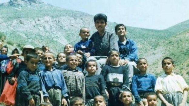 فرزاد کمانگر در جمع شاگردانش