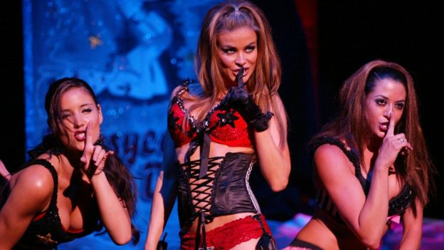 Carmen Electra with the Pussycat Dolls in 2002