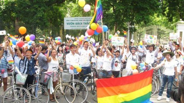 Diễu hành Viet Pride đầu tiên ở Hà Nội năm 2012