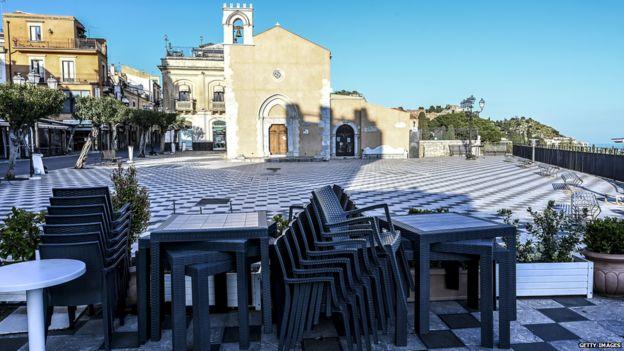 Epidemiyaya görə qapadılmış restoran. Siciliya
