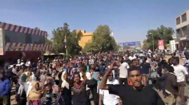 متظاهرون في السودان في أمدرمان قبل يومين
