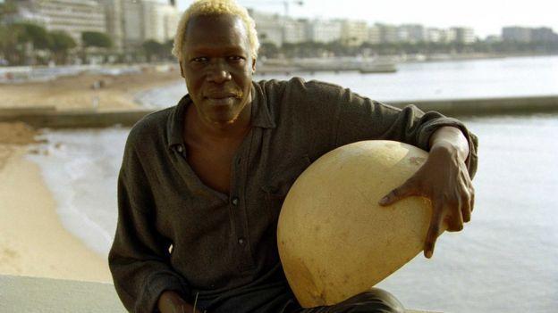 """Dans son album """"Exile"""" sorti en 1990, il a dénoncé les exactions des enfants soldats en Ouganda."""
