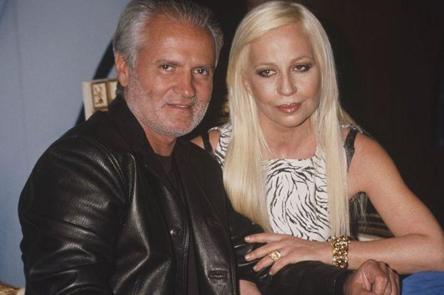 Gianni y Donatella Versace.