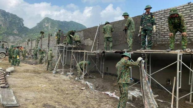 Hàng rào sân bay Miếu Môn đang được xây dựng - nguyên nhân xảy ra vụ đụng độ Đồng Tâm khiến 4 người thiệt mạng