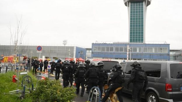 French police unit secures Orly airport (18 March 2017)