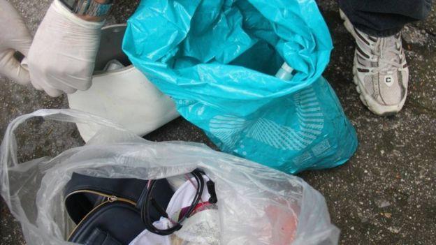 警方在景區附近的垃圾桶裏搜尋到兩隻女式包,經移民局工作人員查證,證實死者為28歲的中國黑龍江籍遊客。