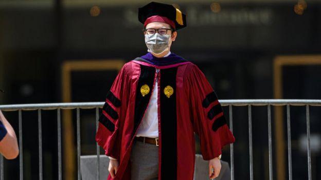 Graduado en Estados Unidos durante la pandemia.
