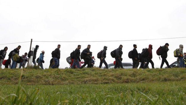 Imigrantes entrando na Alemanha pela Austria em 2015