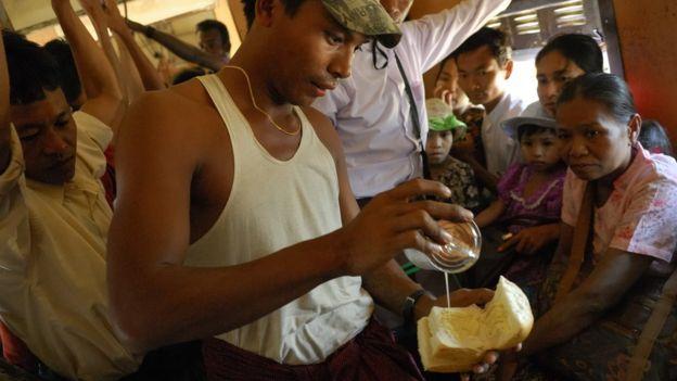Selain sebagai minuman susu, SKM juga banyak dipakai di makanan penutup atau cemilan manis seperti ini.
