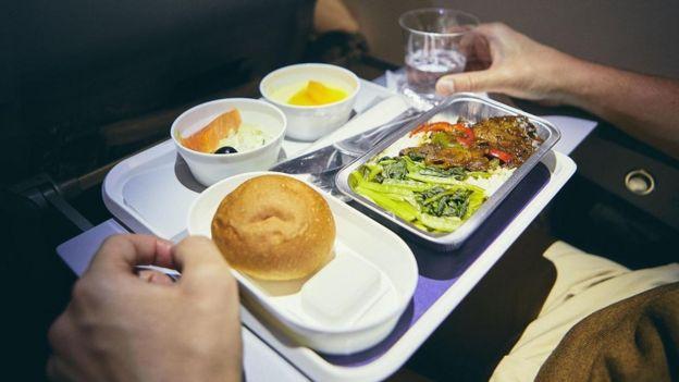Comida en un avión.