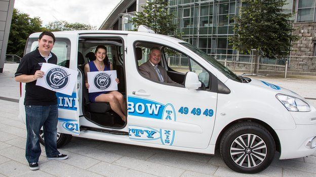 Safe Taxi Aberdeen launch: RGU Student President Edward Pollock, Aberdeen University Student President Genna Clarke, and General Manager of Rainbow City Taxis Gordon McKay