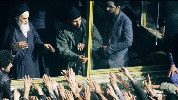 Humeyni'nin İran'a dönüşü