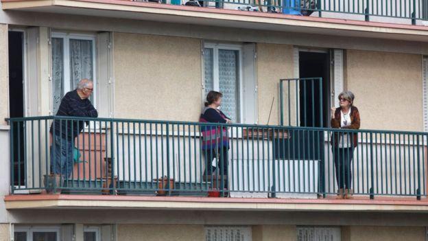 Французы стали чаще общаться с соседями