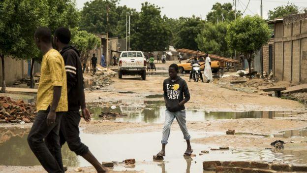 Entre les flaques d'eau de N'Djamena, au Tchad, le 15 août 2017