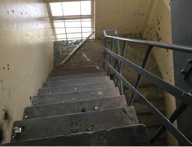 Daños en la escalera de emergencia del Hotel Intercontinental de Kabul.