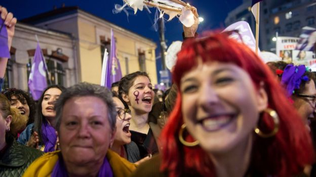 خشم عمومی در ترکیه از قتل یک مادر در برابر چشمان فرزندش