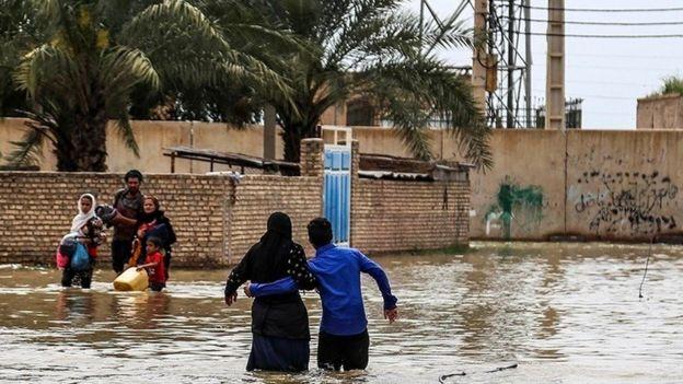 دهها روستا در حاشیه رودهای دز و کرخه در استان خوزستان تخلیه شده است