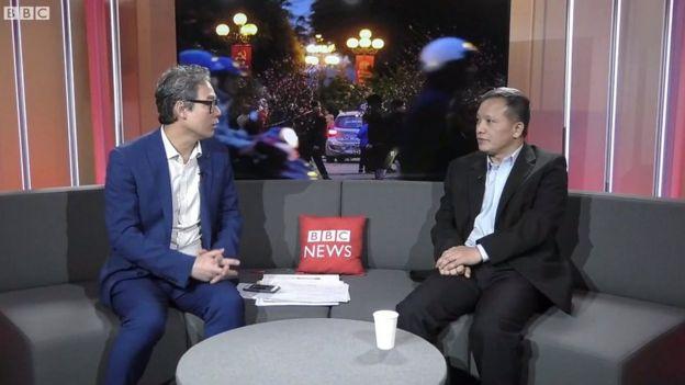 Luật sư Nguyễn Văn Đài (phải)