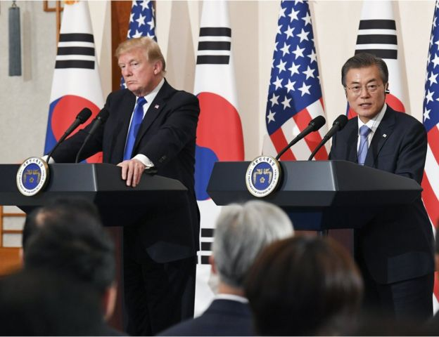 South Korean President Moon Jae-in (R) and US President Donald J. Trump (L) hold a joint press conference at the presidential office Cheong Wa Dae in Seoul, South Korea, 07 November 2017. The two leaders reaffirmed their resolve to peacefully end North Korea