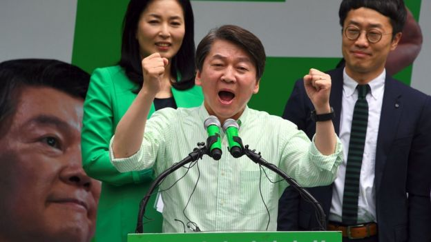 South Korean presidential candidate Ahn Cheol-Soo of the People's Party speaks during his election campaign in Seoul on May 8, 2017